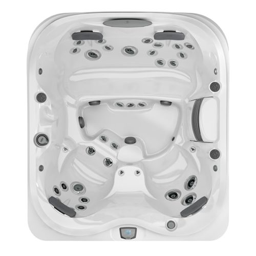 J-425 Hot Tub at Lifestyle Outdoor in Los Angeles, California