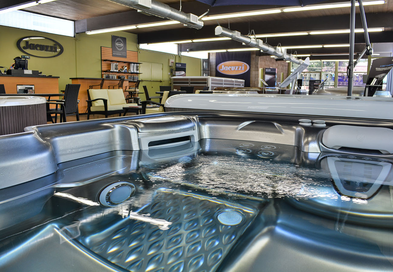 hot tub with running jets on display in Lifestyle Outdoor Pasadena showroom in Los Angeles