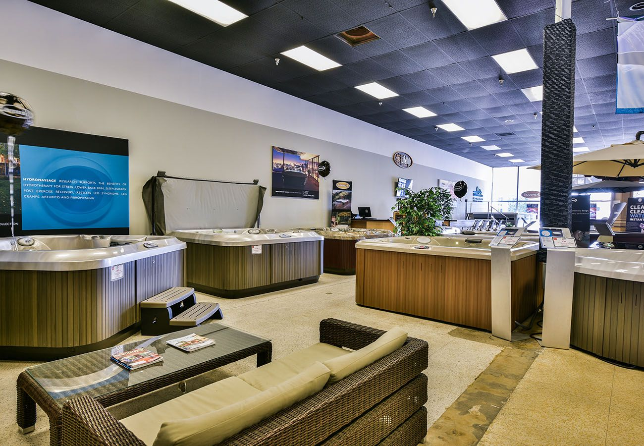 Lifestyle Outdoor Sherman Oaks spa showroom seating area in Los Angeles